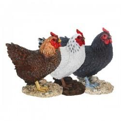 Kövön álló Csirke szobor